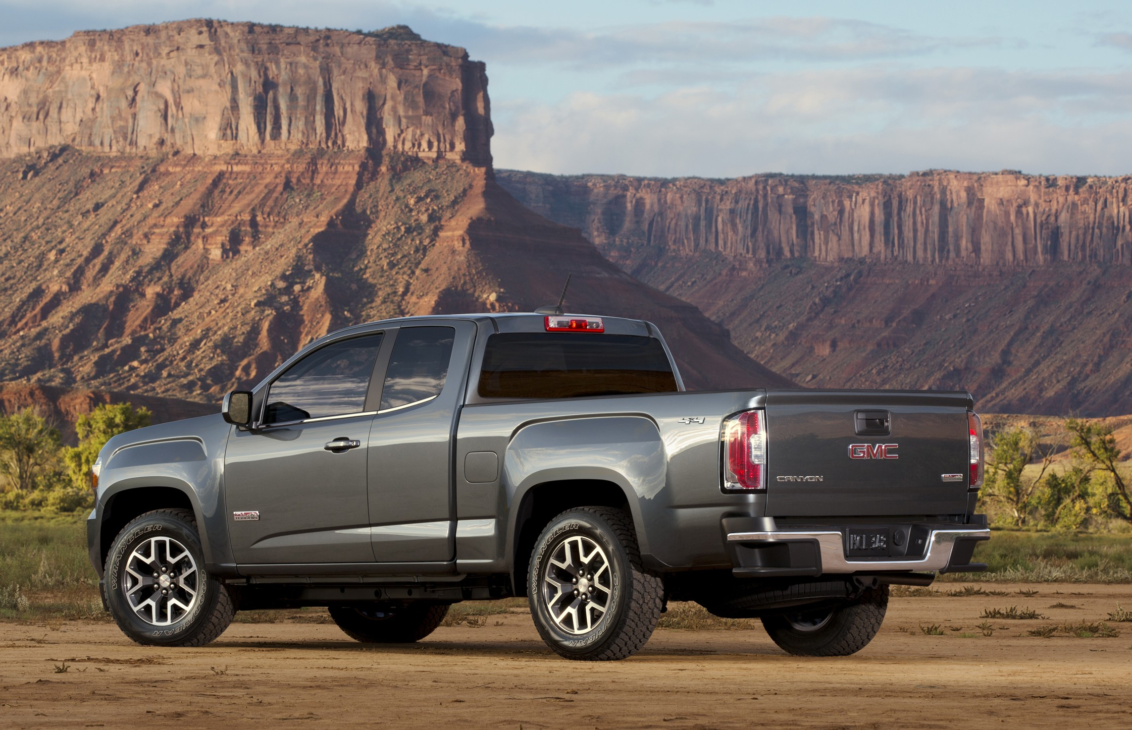 2015 GMC Canyon All Terrain SLE Extended Cab Short Bed Rear Thre