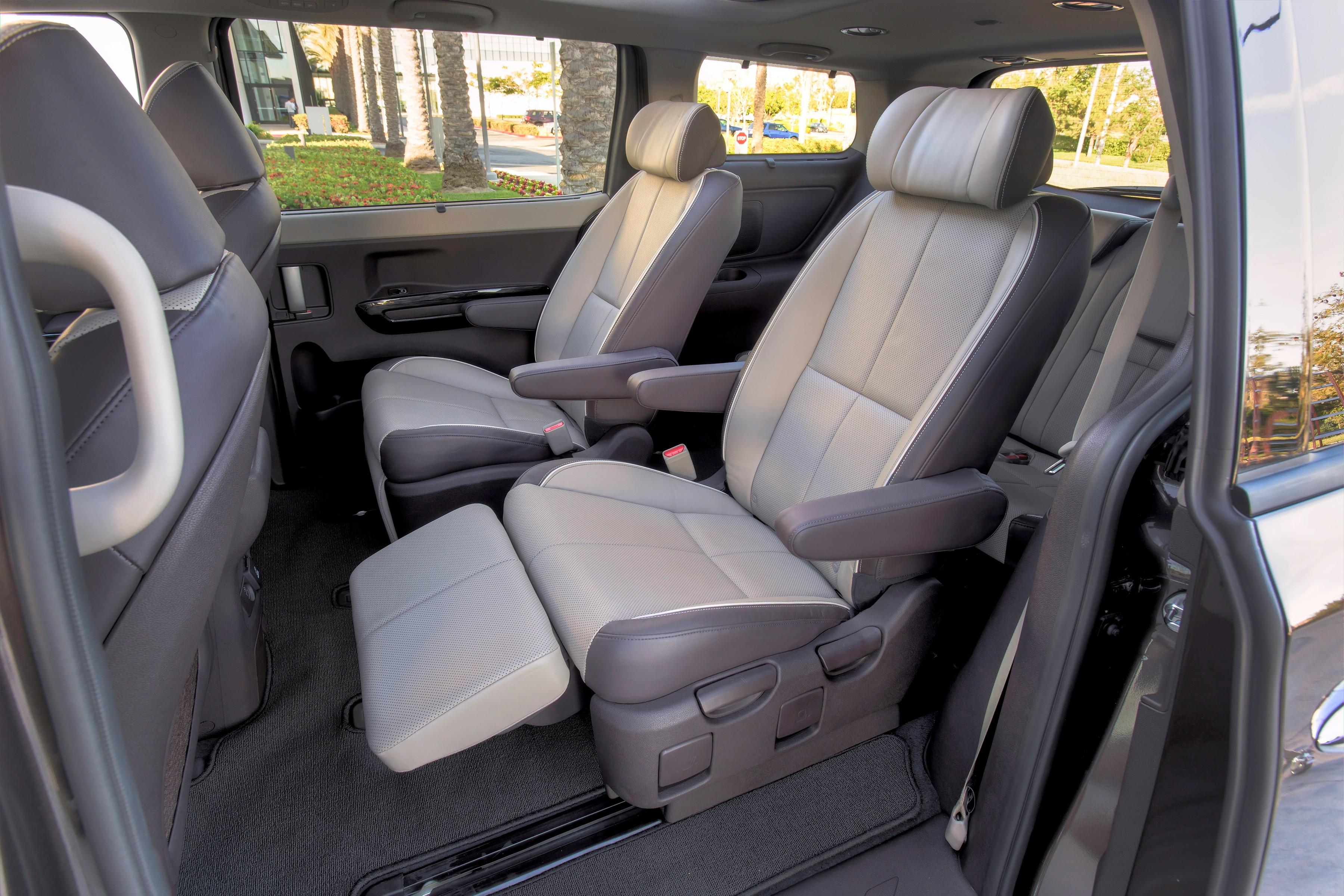 2014 Kia Sedona First Class Seats