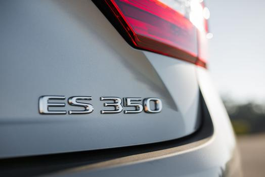 2016_Lexus_ES_350_007_6D5489FBFC2003D519F70542E0E652CF5A339C1B_low