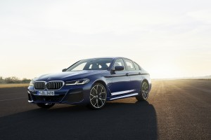 P90389014_highRes_the-new-bmw-530e-xdr
