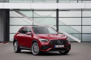 Verkaufsstart für die neuen Mercedes-AMG GLA Modelle: Kompakte Performance-SUV jetzt bestellbar Sales release for the new Mercedes-AMG GLA models: Compact performance SUV now available to order