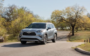 2020_Toyota_Highlander_Platinum_AWD_Moon-Dust_001-1