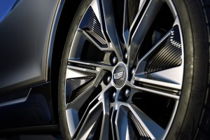 LYRIQ offers standard 20-inch split five-spoke alloy wheels or o